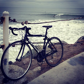 This was a little more then 2 hrs at sunset and pch it looked pretty goodbikeride by Sean Curran - Sports & Fitness Surfing ( bike, scattante, sunsetandpch, beach, surf )