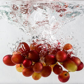 Grapes by Ivo Tunchel - Food & Drink Fruits & Vegetables ( water, splash, grapes, underwater, fruits )