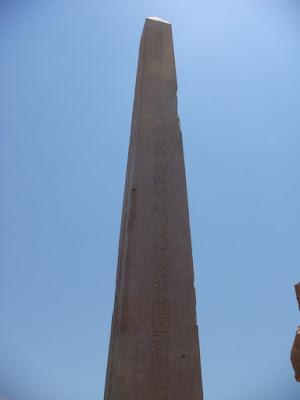 カルナック神殿の巨大オベリスク
