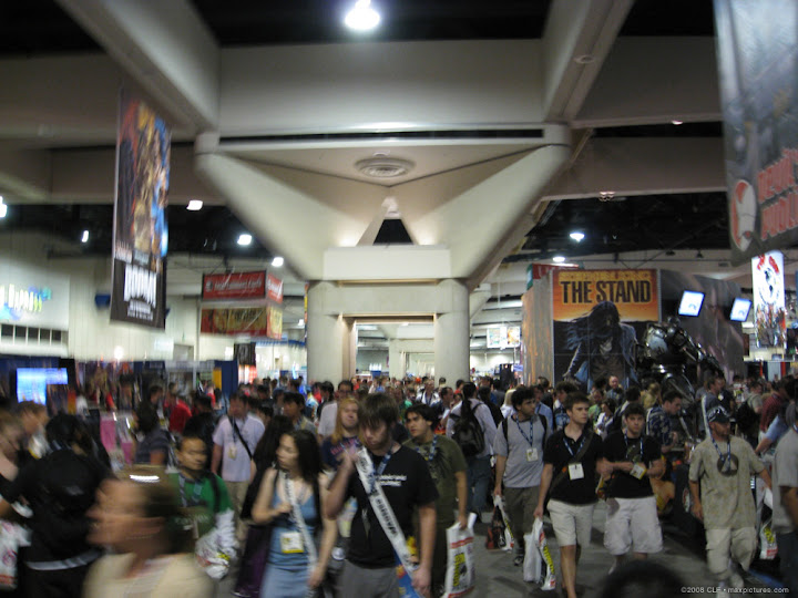 Preview Night crowds