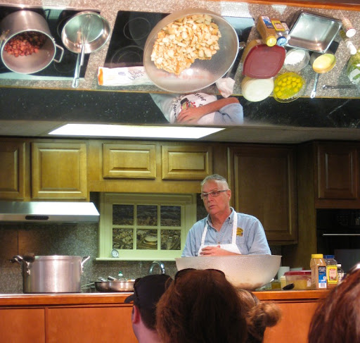 Class at the New Orleans School of Cooking
