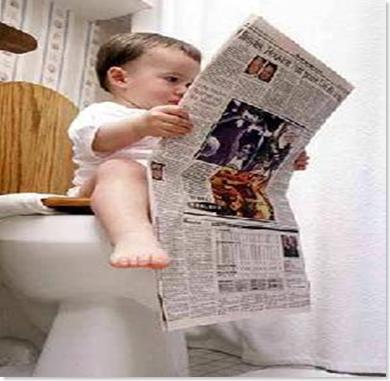 Menino cagando jornal