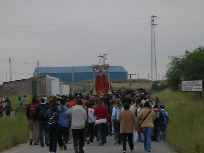 La Virgen de Luna por el Arroyo Hondo camino de su ermita. 27/05/07. Foto: Pozoblanco News, Emilio Guijo