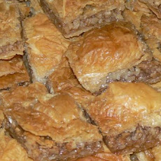 Middle Eastern Nut-Filled Multilayered Pastry (Baklava)