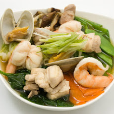 Udon Noodles with Chicken, Shellfish, and Vegetables