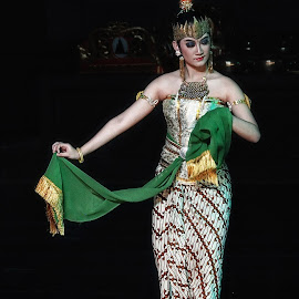 ramayana ballet dance #o_18 by Tt Sherman - News & Events Entertainment ( yogyakarta, woman, ramayana, ballet, dance, prambanan )