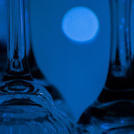 by Rob McLellan - Novices Only Macro ( shallow dof, blue, wine glass, close up, makro )