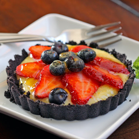 Strawberry Tarts with Chocolate Cookie Crust