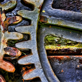 Rusty wheel by Andy Just Andy - Artistic Objects Industrial Objects