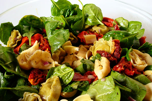 Tortellini Spinach Salad with Balsamic-Tomato Vinaigrette Recept ...