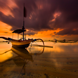 Mr. Jukung by Choky Ochtavian Watulingas - Transportation Boats ( sands, clouds, jukung, boats, seascape, beach, sunrise, csv, boat )
