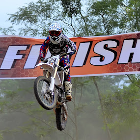 Finish by Teguh Gogo - Sports & Fitness Motorsports