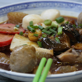 Noodles in soup with assorted delicacies by Anis Wong - Food & Drink Eating