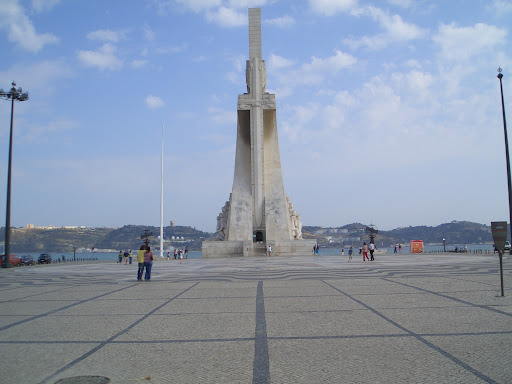 Mon Jul 11 19:00:15 2005 LisbonAndSintra