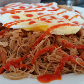 Home made fried rice noodle by Martyna Sumarti - Food & Drink Plated Food ( dinner, food, fried noodle, cooking, fresh food, home cooking, home made, delicious food,  )