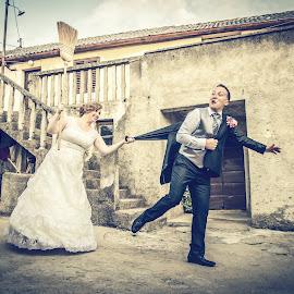 runaway groom by Ivan Tuta - Wedding Bride & Groom ( happy, ivantutaphotography, smile, run, modern wedding photography )