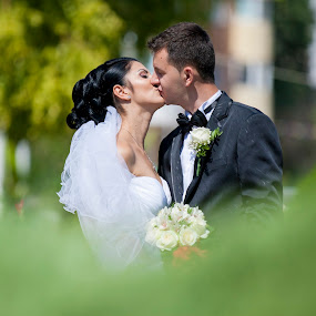 True Love by MIHAI CHIPER - Wedding Bride & Groom (  )