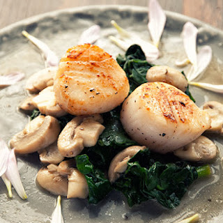 Sea Scallops With Mushrooms And Spinach