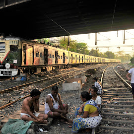 Train line adda by Arijit Das - People Street & Candids