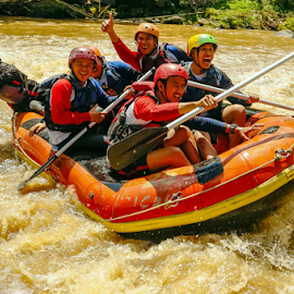 Look out !!! by OC Andoko - Sports & Fitness Watersports ( adventure, watersports, waterrodeo, group, rafting, river )