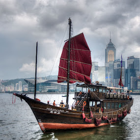 Hong Kong - Sampan by Fa Ve - Transportation Boats ( water, hong kong, skyline, victoria harbour, aqua luna, sampan, cloud, boat, china )