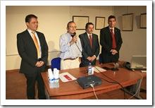 De izquierda a derecha, Francisco Alía, vicerrector del Campus de Ciudad Real; el artista Fernando Martínez; Vicente de Gregorio, alcalde de Almodóvar y José Ramón Caballero, catedrático y presidente del Colegio de Veterinarios de Ciudad Real.