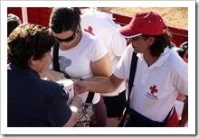 Integrantes de Cruz Roja durante la recaudación.