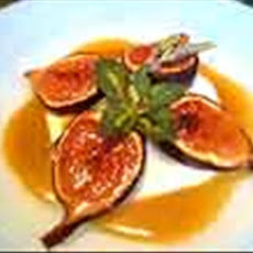 Caramelized Figs With Lavender Honey and Cream