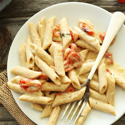 Creamy Vegan Garlic Pasta with Roasted Tomatoes