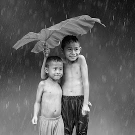 SMILE IN THE RAIN by Aad S. Ahmad - Babies & Children Children Candids