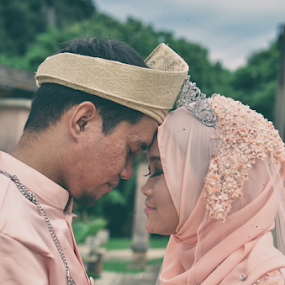 Malay wedding by Iz Fotografi Art Works - Wedding Bride & Groom ( malay wedding, melayu, mempelai, kawin, pengantin, malay, nikah, malaysia )