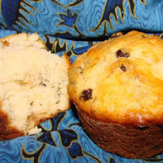 Yummy and Easy Raisin Muffins