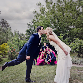 The Kiss by Alan Evans - Wedding Groups ( kiss, wedding photography, kissing, melbourne wedding photographer, wedding day, wedding, bridal portraits, bridal party, aj photography, wedding group, gippsland wedding photographer, group )