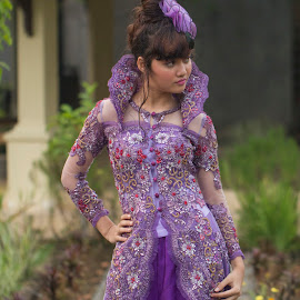 The Violet Smile by Syahid Kesuma - People Fashion ( kebaya ungu, smile model, dress, violet, kebaya,  )