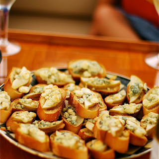 Pear Gorgonzola Crostini Recipes