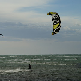 Kite Surfing by Jefferson Welsh - Sports & Fitness Watersports