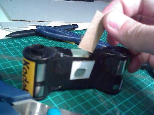 hace tu camara de fotos casera rollo 35mm (pinhole)