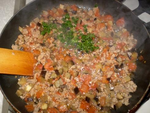 Kalakutiena, baklažanas, pomidorai, petražolės