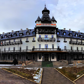 Old Hotel by Claudiu Petrisor - Instagram & Mobile iPhone ( hotel central, calimanesti, hotel, rest, architecture, old building, restaurant )
