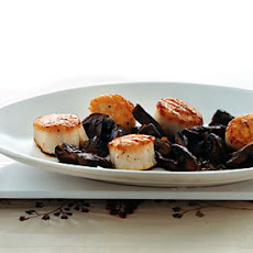 Sea Scallops with Mushrooms and Sherry