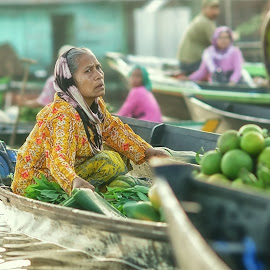lb#7_sn17 by Tt Sherman - People Street & Candids ( market, woman, boat, river )