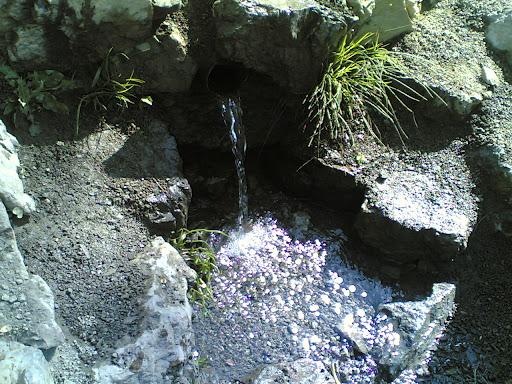 چشمه انتهای باغات گلابدره