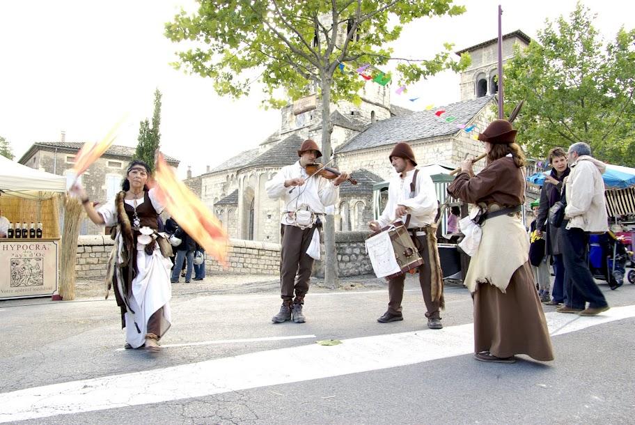 Fête médiévale à Cruas (Ardèche) - Le tambour s'est joint à la fête…