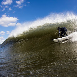 Sammy backdooring by Dave Nilsen - Sports & Fitness Surfing