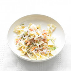 Farfalle Pasta with Smoked Salmon and Cream Cheese
