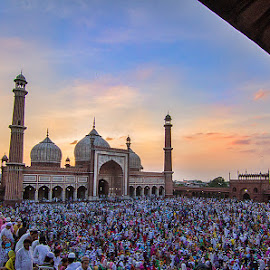 Jama Masjid,New Delhi. by Vivek Singh - News & Events World Events ( prayer, id-ul-fitr, ramzan, jama masjid mosque, delhi )