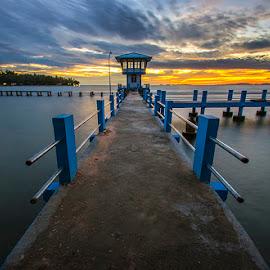 Pantai Carocok by Mediia Hendriko - Landscapes Sunsets & Sunrises ( clouds, sunset, sea, beach, travel, landscapes )