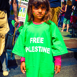 Children asking for the lives of Palestinain peers to be spared. by Lyndsay Hepburn - News & Events World Events
