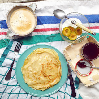 FAIRE SAUTER LES CREPES / BREAKFAST IN THE FRENCH KITCHEN