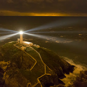 South Stack Lighthouse by Peter Krocka - Buildings & Architecture Public & Historical ( lights, uk, wales, lighthouse, sea, seascape,  )